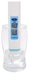 PurePro TDS-3000 mérő műszer használat közben